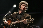 Help Me!-Noel Gallagher (acoustic version)