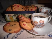 Galletas con pepitas de chocolate y cerezas