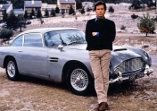 El clásico Aston Martin DB5 de James Bond
