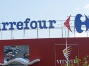 Carrefour reduce inversion en Argentina por default